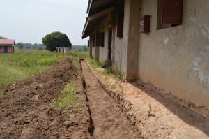 Geen versteviging tegen de regen, met kans dat de school in stort